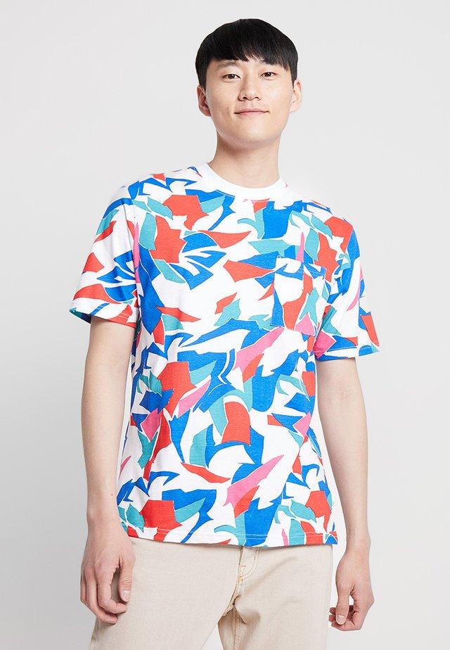 AARON BOLD BRUSH STROKE TEE - T-shirt med print - pink