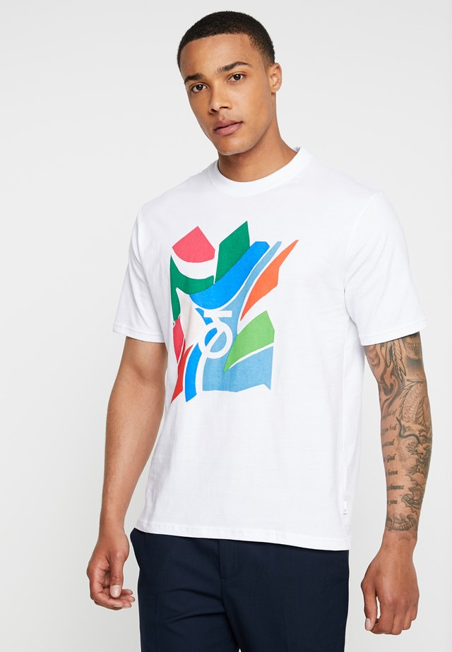 DANZ FRONT GRAPHIC LOGO TEE - Print T-shirt - white