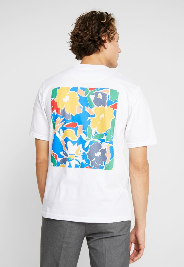 PIERRE FLORAL GRAPHIC BACK TEE - Print T-shirt - white