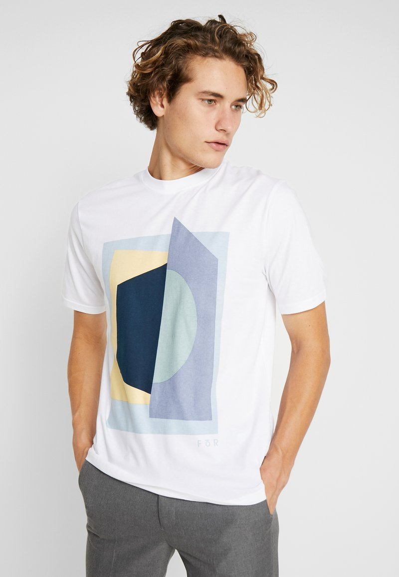 FoR - PIERRE BOLD GRAPHIC FRONT TEE - Print T-shirt - white