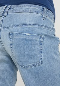 Forever Fit - EXCLUSIVE MID BOY - Jeans Shorts - light washed - 5