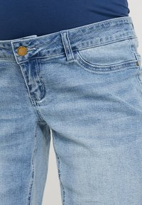 Forever Fit - EXCLUSIVE MID BOY - Jeans Shorts - light washed - 3