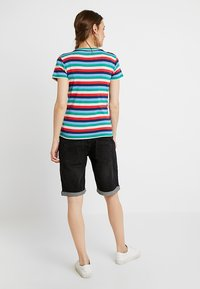 Forever Fit - EXCLUSIVE MID BOY - Jeans Shorts - washed black - 2