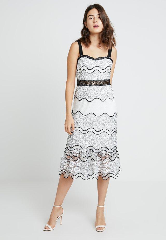 LUMMA MIDI - Společenské šaty - white