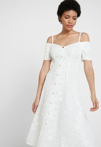 Foxiedox - HANI DRESS - Cocktailkjoler / festkjoler - white - 3