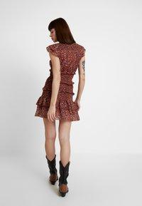 Foxiedox - LUNA SMOCKED DRESS - Vestido informal - metallic red - 3