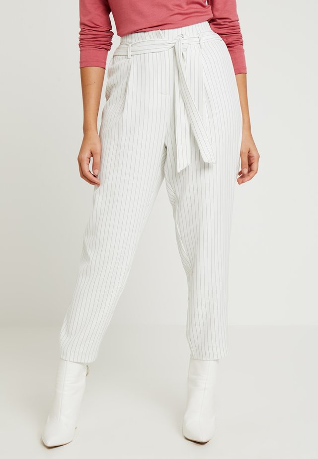 ELEANOR PINSTRIPE TAPERED PANT - Tygbyxor - white