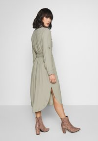 Forever New Petite - IMOGEN SAFARI SHIRT DRESS - Day dress - gentle khaki - 2