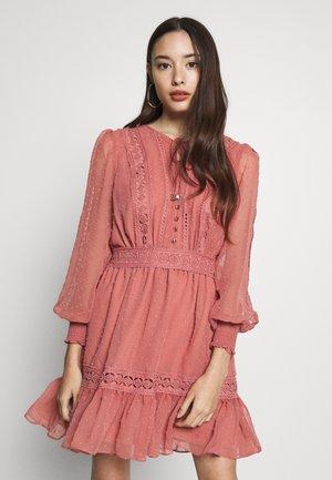 DROP DETAIL DRESS - Robe d'été - rosehip