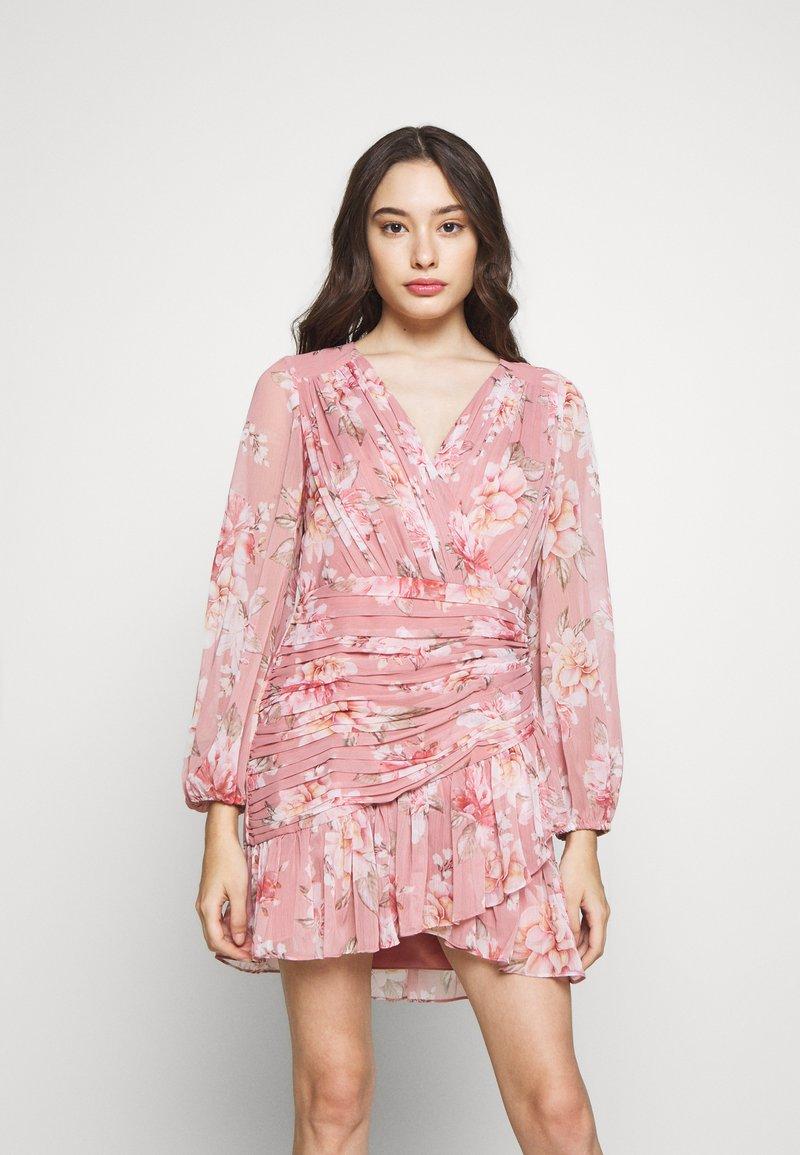 Forever New Petite - RUCHED WRAP FRILL DRESS - Vestido informal - burnt sienna