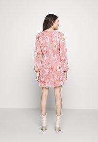 Forever New Petite - RUCHED WRAP FRILL DRESS - Vestido informal - burnt sienna - 2