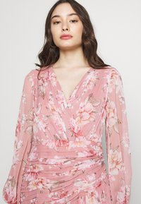 Forever New Petite - RUCHED WRAP FRILL DRESS - Vestido informal - burnt sienna - 3