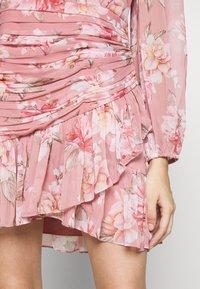 Forever New Petite - RUCHED WRAP FRILL DRESS - Vestido informal - burnt sienna - 5