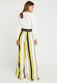 Forever Unique Main Collection - VIDA - Stoffhose - ivory/yellow/black - 2