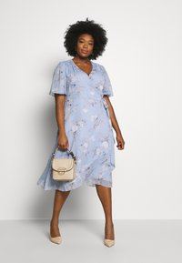 Forever New Curve - EBONY RUCHED - Day dress - dusty bluebell floral - 1