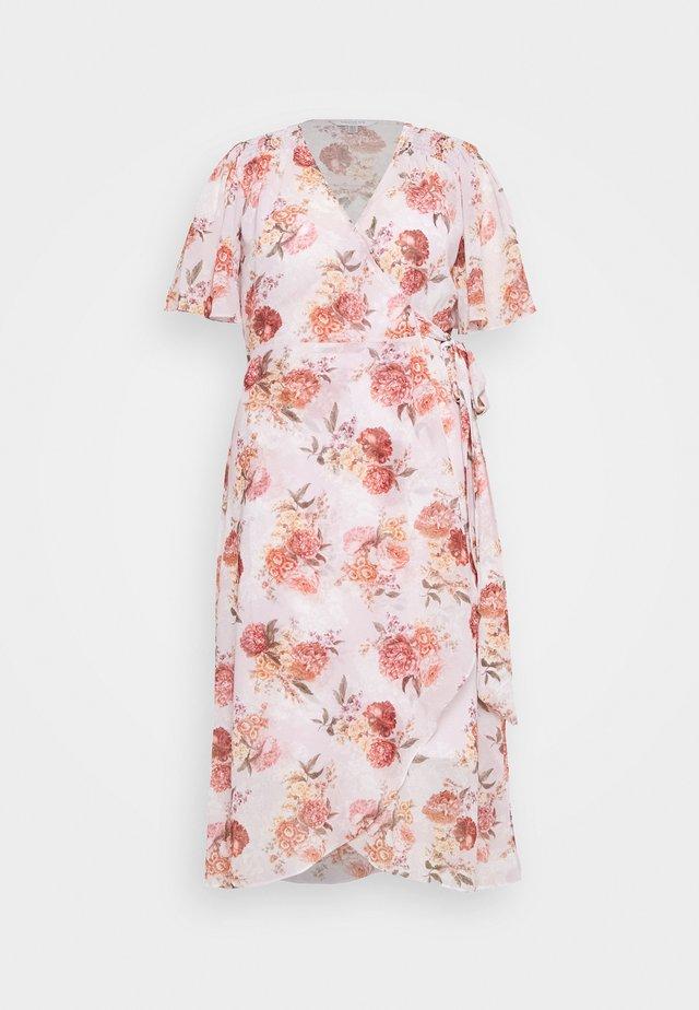 EMMALINE FLUTTER WRAP MAXI CURVE DRESS - Sukienka letnia - vintage blush