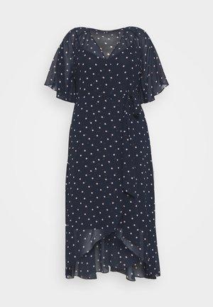 EMMA FLUTTER WRAP MAXI CURVE DRESS - Sukienka letnia - ditsy spot
