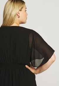 Forever New Curve - TORI SLEEVED WRAP OVER DRESS - Robe d'été - black - 5
