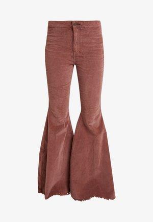 JEAN JUST FLOAT - Bukse - dark brown