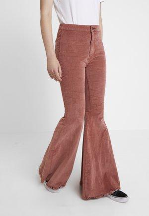 JEAN JUST FLOAT - Spodnie materiałowe - dark brown