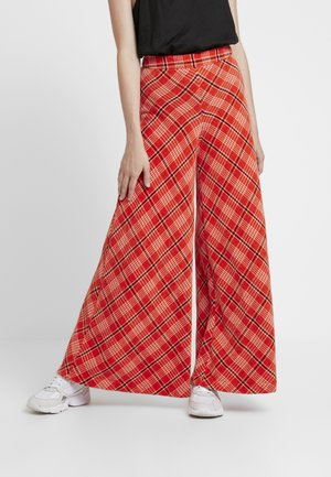 WONDERLAND WIDE LEG - Pantalones - red