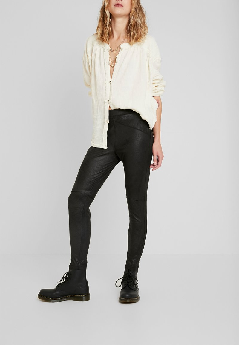 Free People - MIDNIGHT - Pantalon classique - black