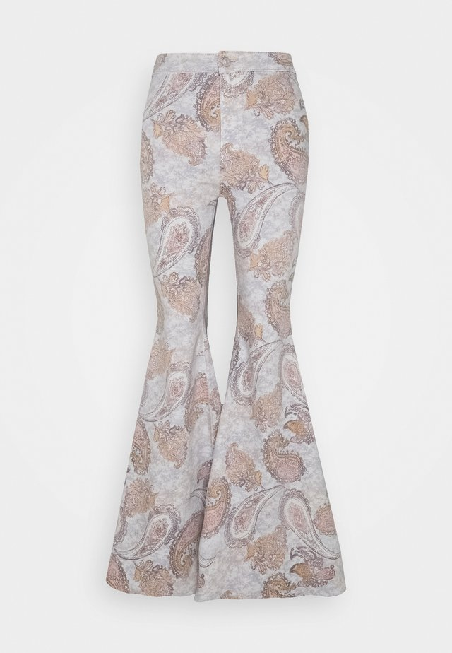 JUST FLOAT ON FLARE GEO - Trousers - limestone