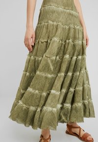 Free People - STUCK IN A MOMENT SKIRT - Długa spódnica - moss - 4