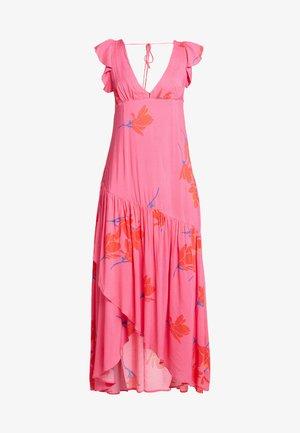 SHE'S A WATERFALL - Maxiklänning - pink combo