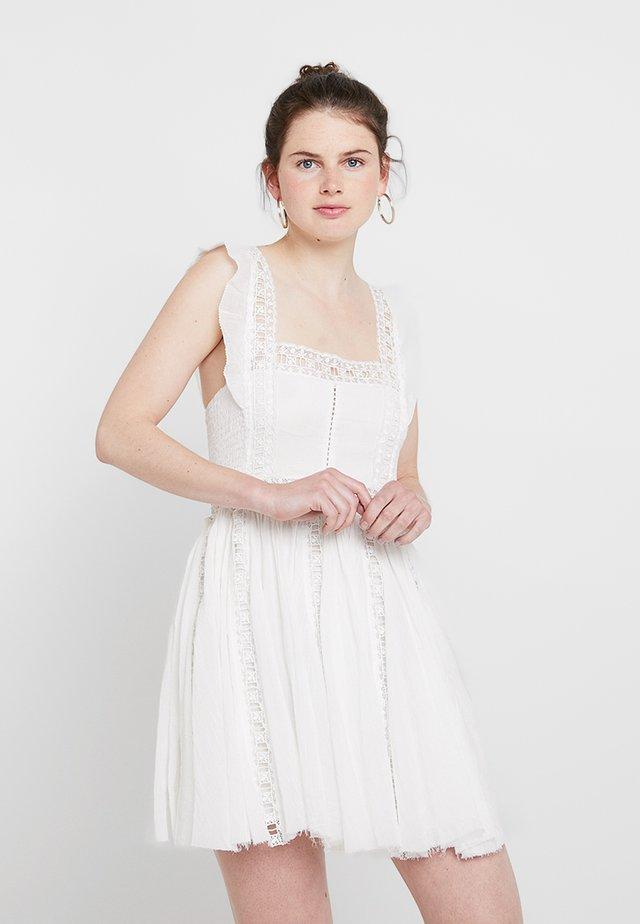 VERONA DRESS - Vapaa-ajan mekko - ivory