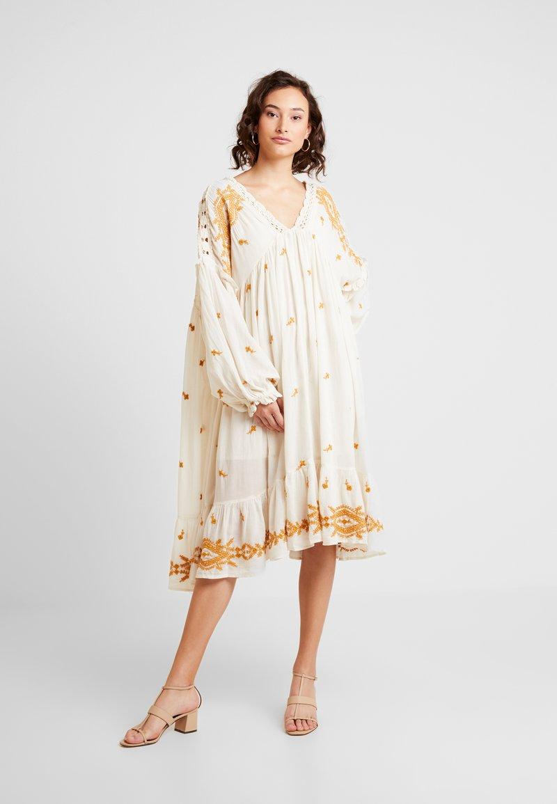 Free People - LAVENDER FIELDS DRESS - Denní šaty - cream