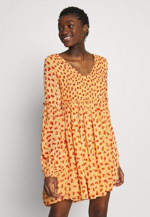 MARIA MINI DRESS - Denní šaty - orange