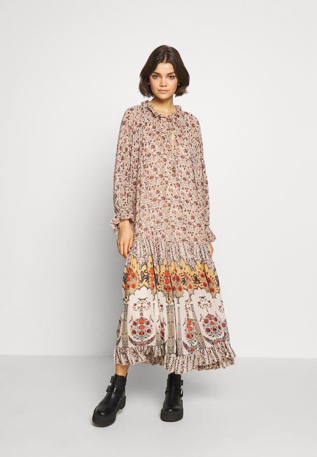 FEELING GROOVY  - Denní šaty - beige