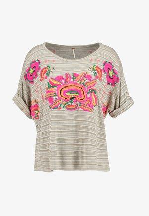 CATALUNYA TEE - T-shirts med print - mushroom