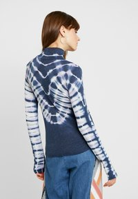 Free People - PSYCHEDELIC TURTLE - Neule - navy - 2