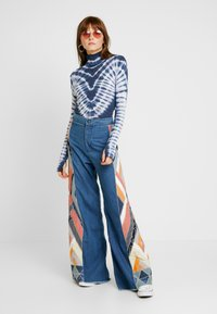 Free People - PSYCHEDELIC TURTLE - Neule - navy - 1