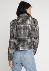 Free People - SLOUCHY EISENHOWER - Lehká bunda - black combo - 2