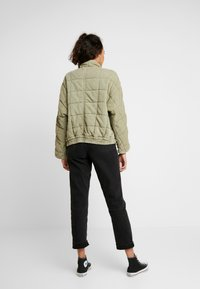 Free People - DOLMAN QUILTED - Lehká bunda - moss - 2