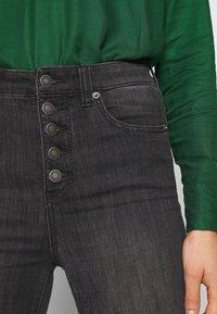 Free People - IRREPLACEABLE FLARE - Jeans a zampa - black - 3