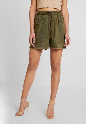 TOMBOY - Shorts - khaki