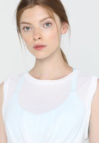 Free People - FP MOVEMENT UNDERTOW TANK - Top - white - 3