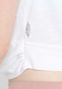 Free People - FP MOVEMENT UNDERTOW TANK - Top - white - 6