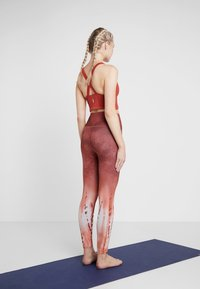 Free People - FP MOVEMENT BOXER CAMI - Toppi - red - 2