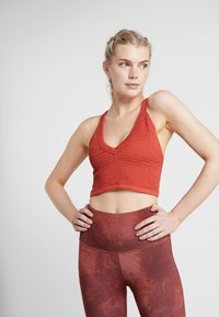 Free People - FP MOVEMENT BOXER CAMI - Toppi - red - 0