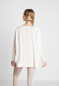 Free People - FP MOVEMENT FIRST CHOICE TEE - T-shirt à manches longues - nude - 2