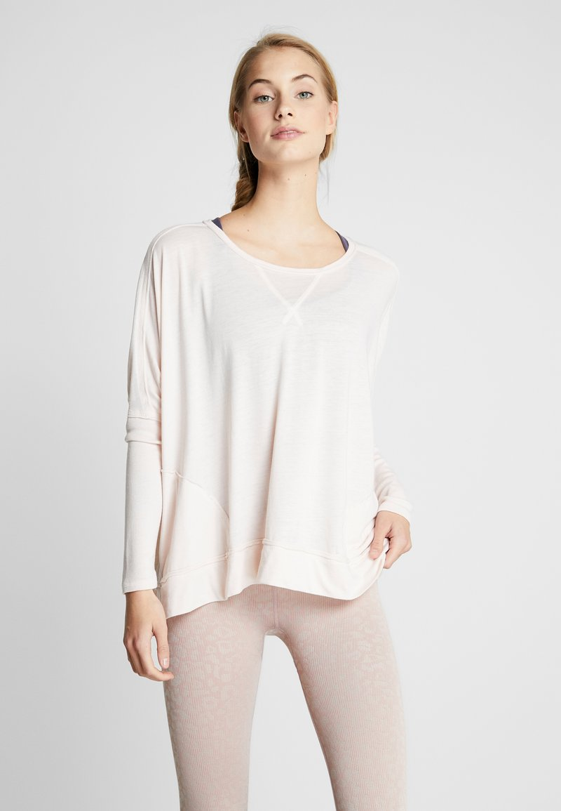 Free People - FP MOVEMENT FIRST CHOICE TEE - T-shirt à manches longues - nude