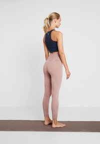 Free People - FP MOVEMENT HIGH RISE SHANTI LEGGING - Trikoot - taupe - 2