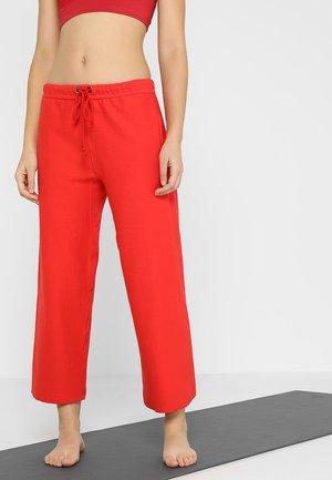 SIDELINE PANT - Spodnie treningowe - red