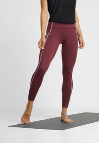 Free People - FP MOVEMENT YOURE A PEACH LEGGING - Punčochy - wine - 0