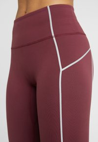 Free People - FP MOVEMENT YOURE A PEACH LEGGING - Punčochy - wine - 5